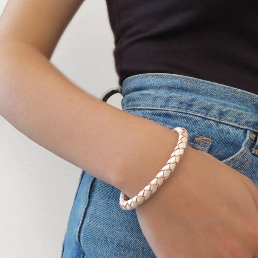 028f09314ec371 ... original_ladie-s-personalised-clasp-plaited-leather-bracelet-2 ...